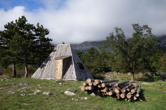 Приют в долине Велико Ружно,  Велебит, Хорватия