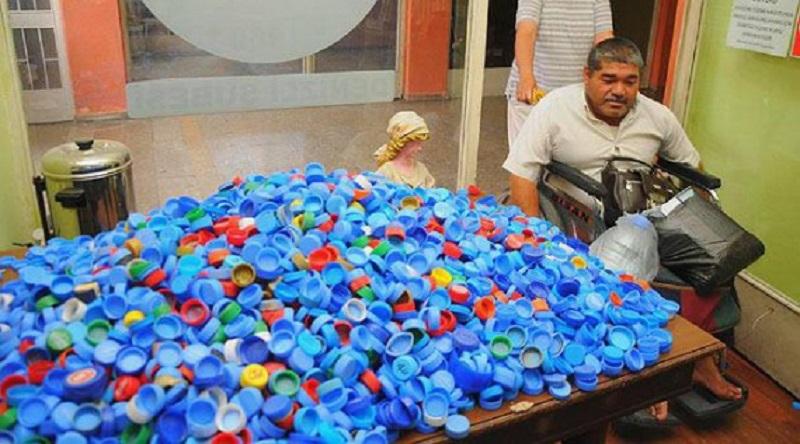 Что делают из крышек от пластиковых бутылок