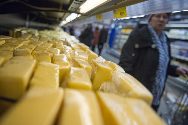 Роспотребнадзор запретил поставки украинского сыра