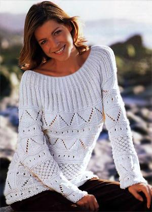 Пуловер с круглой кокеткой связанный спицами красивым узором