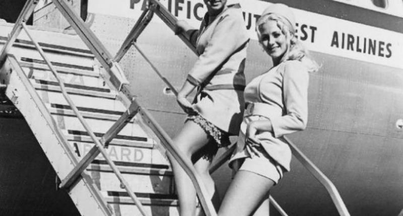 Мини-юбки и шорты в небе: 18 фото соблазнительных стюардесс 1970-х годов