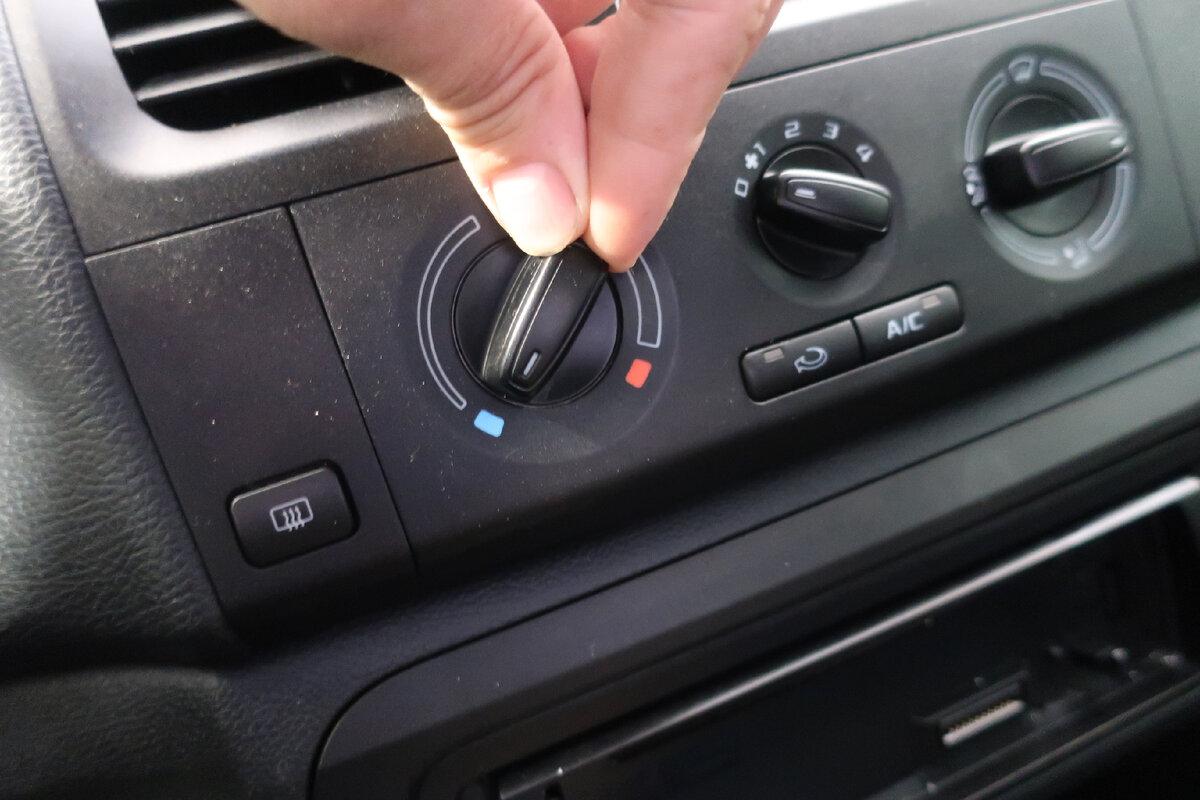 В каких случаях даже в летнюю жару необходимо включать вентилятор печки