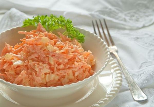 Острый морковно-сырный салат. Фото ok.ru