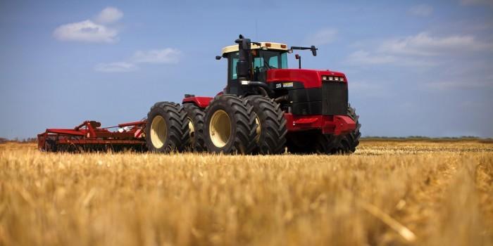 Омские трактористы по случайности вспахали казахстанские поля