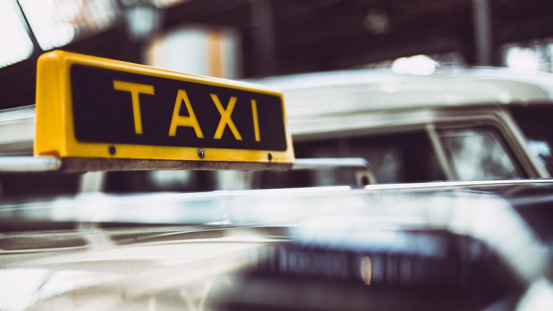 Хабаровчане отомстили обливавшему зеленкой пассажиров таксисту