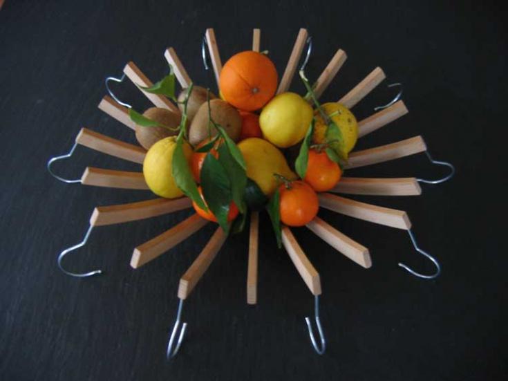 Блюдо для фруктов из вешалок плечиков