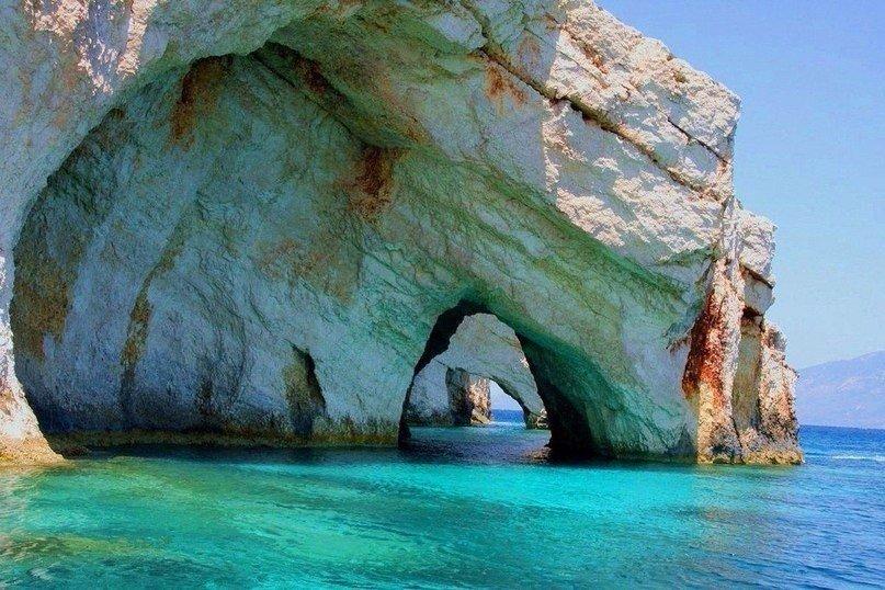 Чистейшая вода в пещерах Кери
