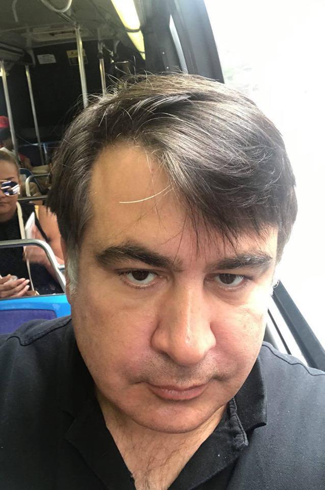 """""""А был ли мальчик"""": Саакашвили показал свою подпись"""