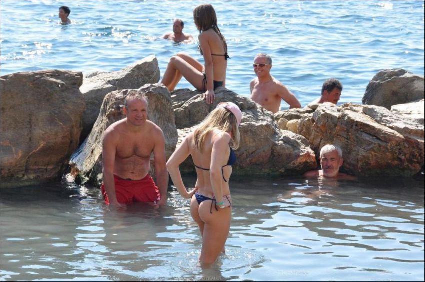 на смотреть онлайн пляже сосет при всех