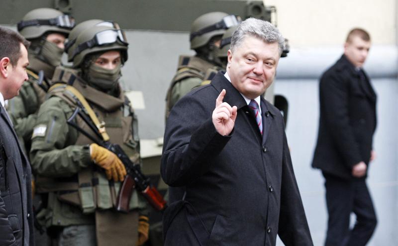 Украина переходит на военное положение