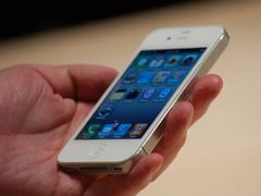 С сайта Apple исчезли упоминания о белом iPhone 4
