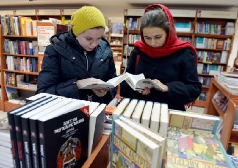 Вице-премьер Кириленко получает откаты за ввоз книг из России