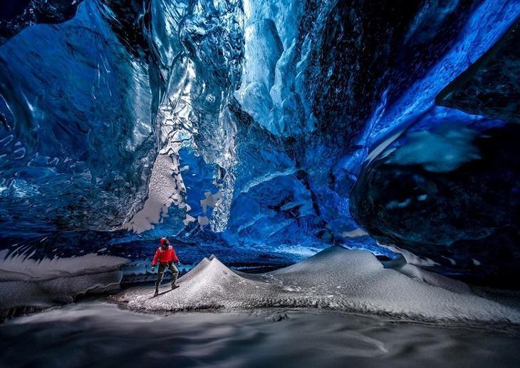 Ледяные пещеры ледника Ватнайёкюдль