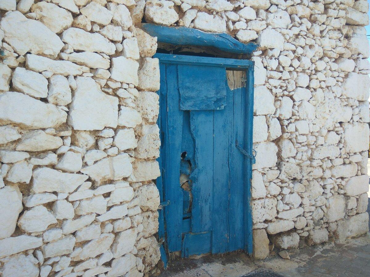 Дверь в одной греческой деревушке. Фото Света Давыдова