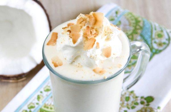 Молочный коктейль с бананом и кокосом