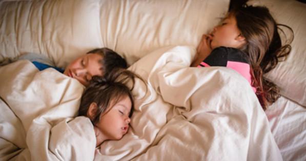 Одна пятница или Дети — это счастье... 6.50 Будила сына. Включила чайник 6.55. Будила сына. Сделала яичницу. 7. 05 Будила сына. Уснул в туалете....