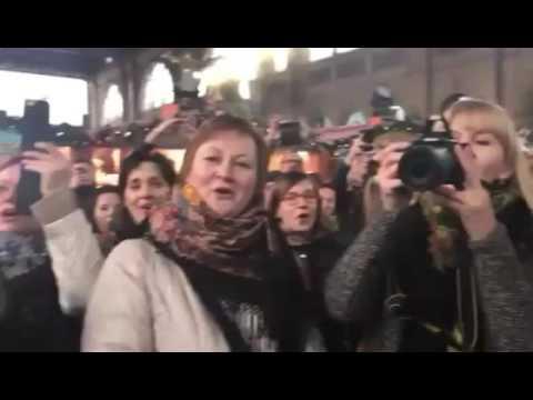 """Цюрих, Швейцария! """"Калинка-Малинка"""" и """"Катюша"""" - песенный флешмоб (17.12.2016)"""