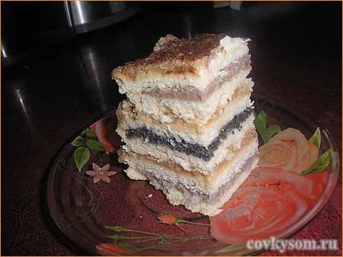 Яблочный торт с тремя видами начинки и кремом