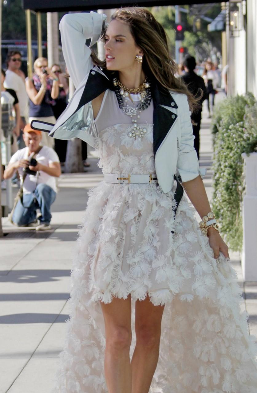 Алессандра Амбросио - Chanel Фотосессии Папарацци в Беверли-Хиллз