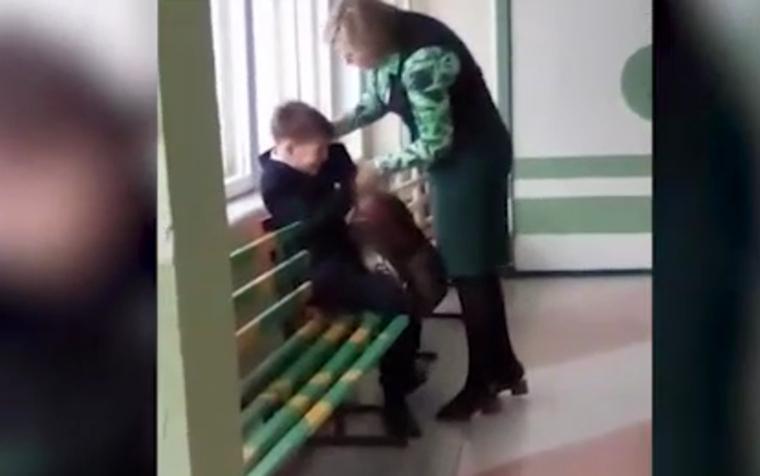 Учительница начальных классов избила школьника на перемене.