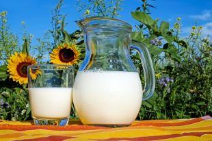 Почему молоко пенится?