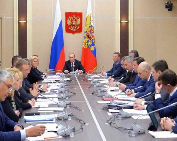 Ткачёв вызвал смех Путина, рассказав о поставках свинины из ФРГ в Индонезию