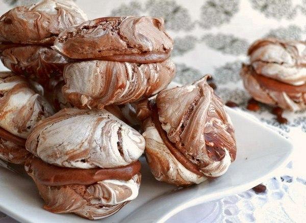Мраморные шоколадные меренги