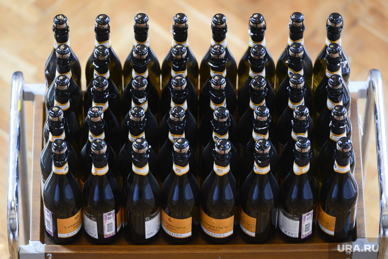 Госдуме закупили дорогой алкоголь для зарубежных гостей. Бутылка вина стоит 1,5 млн рублей