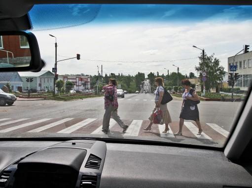Советы водителям и пешеходам: будьте взаимно бдительны!