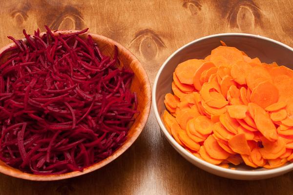 Маринованные свекла и морковь