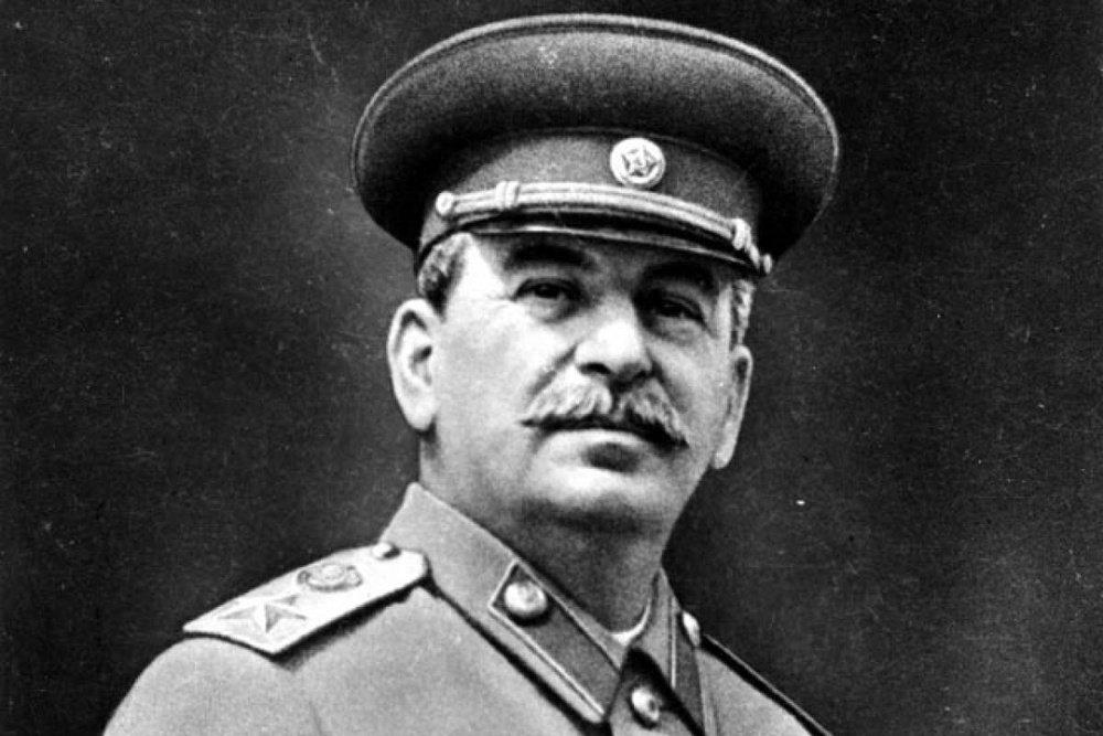 """Иосиф Сталин: """"Надо сказать, что погоны не нами придуманы. Мы наследники русской воинской славы. От нее не отказываемся..."""""""