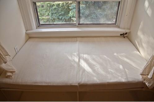 Уютный уголок у окна