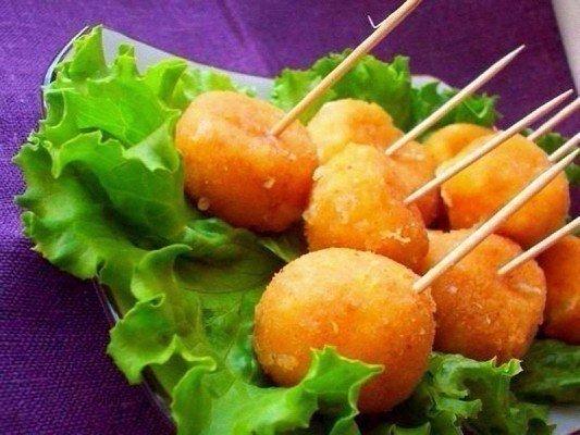 Вкусный сырные шарики жареные с чесноком