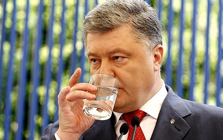 Саакашвили сдал: Сколько Порошенко заливает «за воротник»
