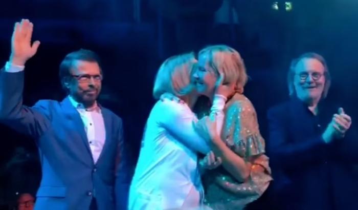 ABBA выступили вместе через 35 лет после своего последнего концерта