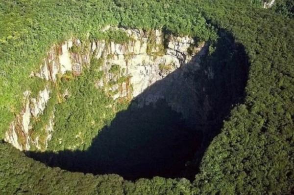 ВКитае нашли огромную пещер…