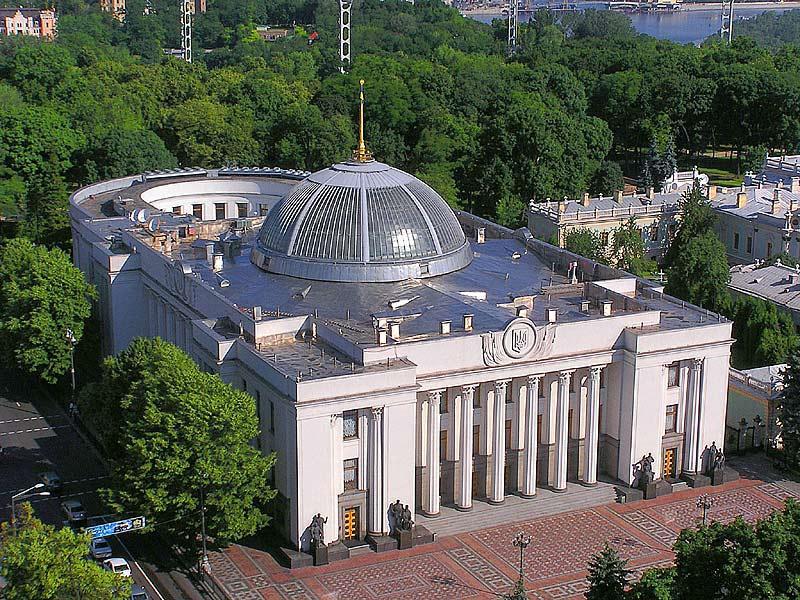 Эксперт: Новый украинский парламент не сможет производить ничего, кроме ненависти к России