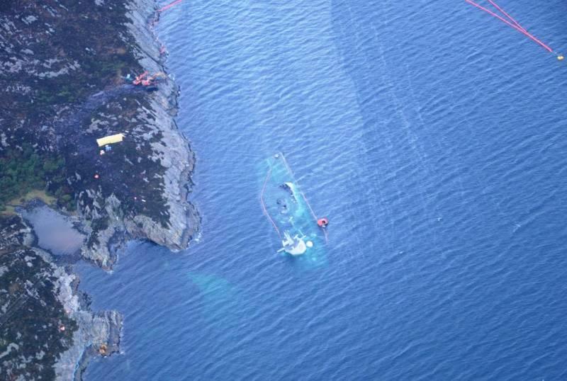 Получивший повреждение норвежский фрегат ушёл под воду