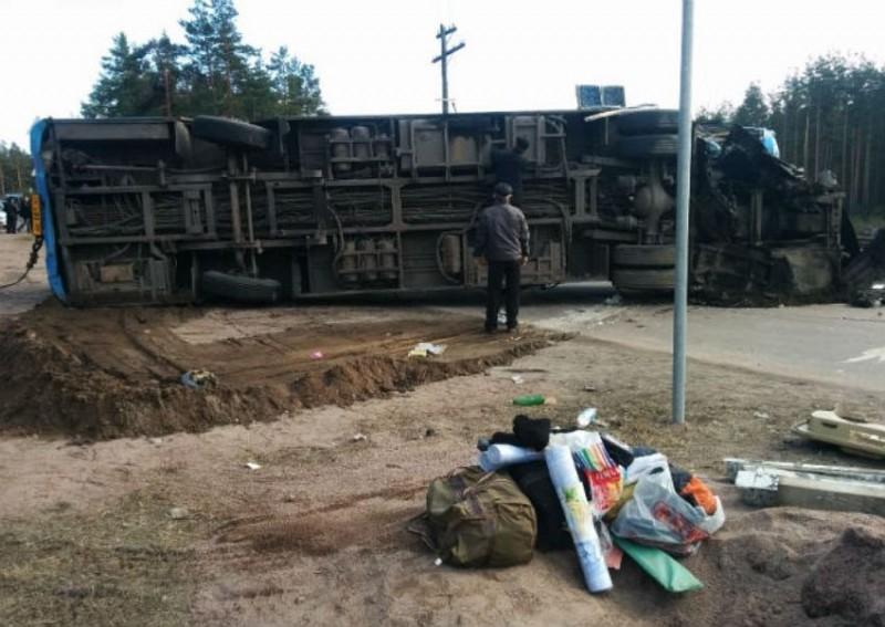 Подвиг маленькой хрупкой женщины, поселкового фельдшера, которая спасла целый отряд ОМОНа после автокатастрофы, остался вне внимания телеканалов и газет