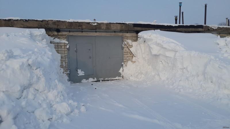 Бизнесмен гаражи, лопата, прикол, снег, юмор