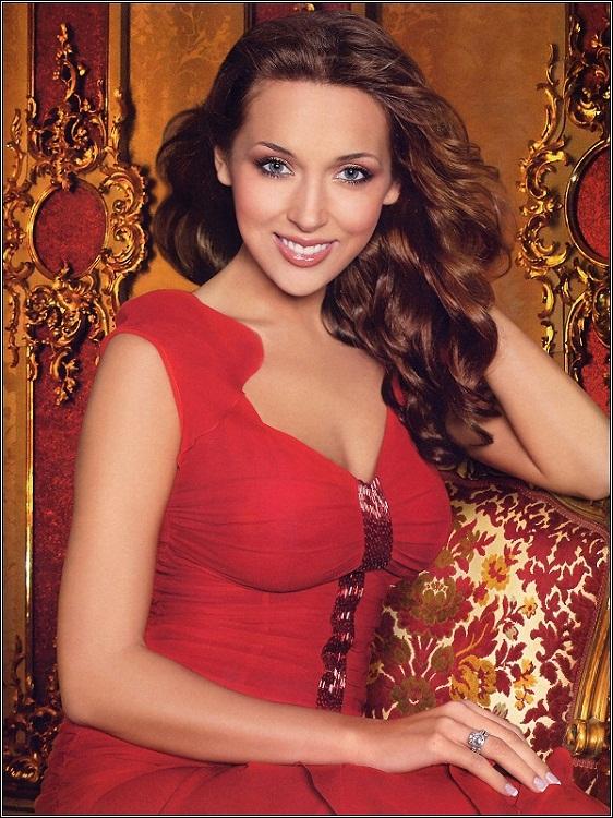 Красивая татарская певица Алсу. Фото