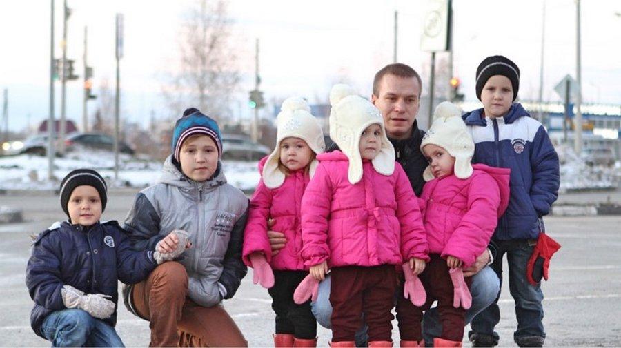 Мужчина в одиночку растил 6 детей, и вот как изменилась его жизнь