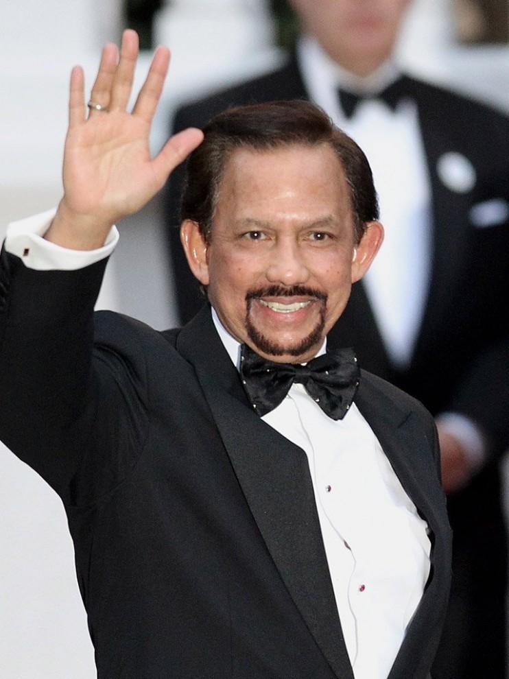 1369319870 samye dorogie vecherinki 9 742x990 Летающий дворец султана Брунея