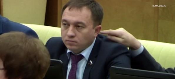 Депутат Госдумы засунул колл…