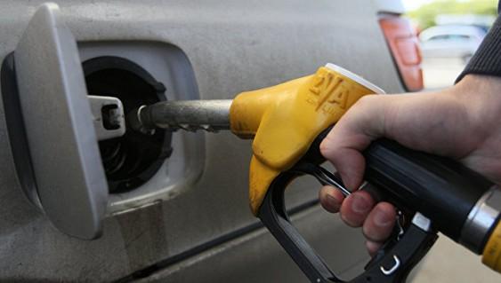 Дворкович: цены на бензин в 2017 году повысятся в пределах инфляции