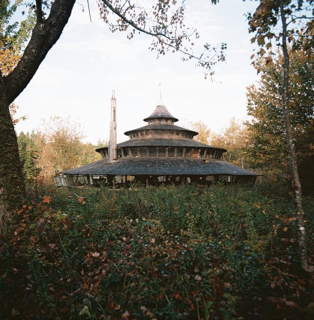 Юрта, построенная Уильямом Копервейтом, рядом с Мачаспортом, штат Мэн. О необычном доме подробно писало издание National Geographic