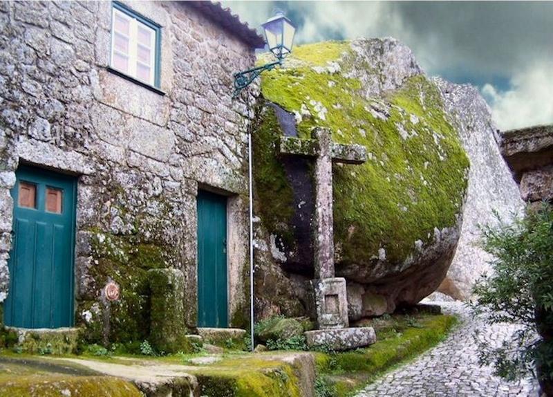 Жизнь среди огромных камней