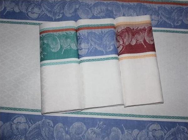 Как отстирать кухонные полотенца с помощью микроволновки. Пятна исчезли за 1,5 минуты!