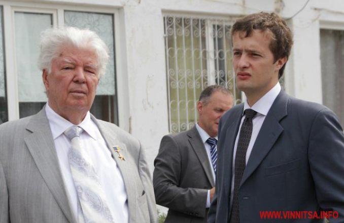 Двойник сына Порошенко воюет…