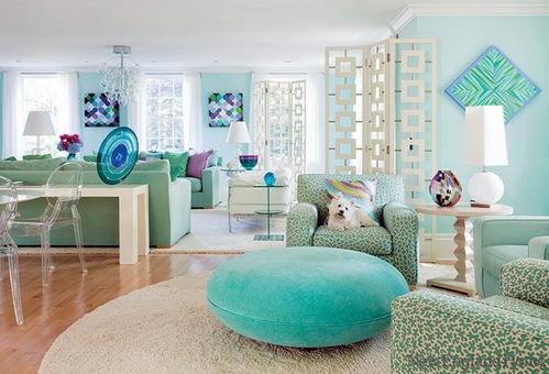 сочетание голубого и зеленого в гостиной